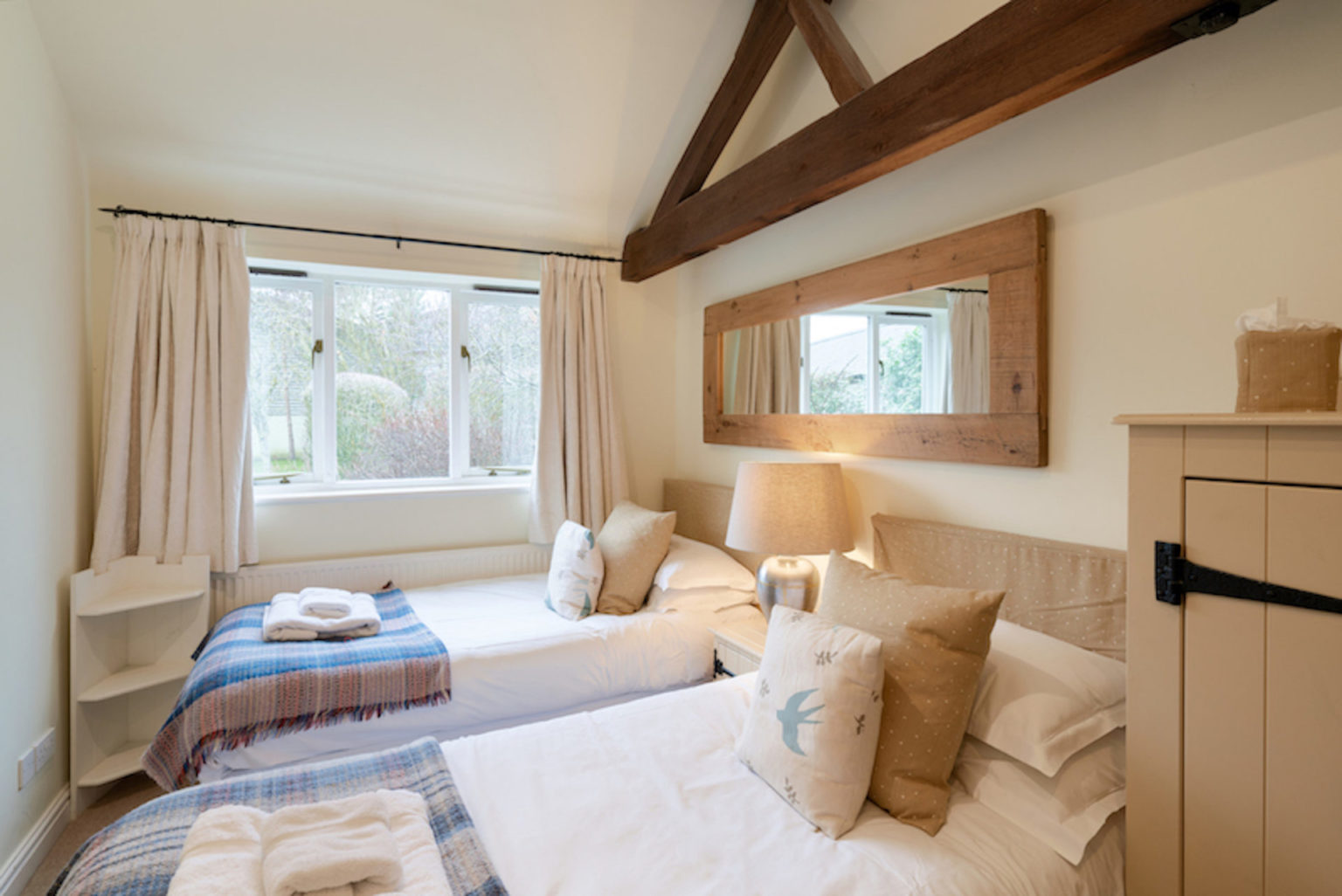 Waterperry-Cottage-Twin-Bedroom