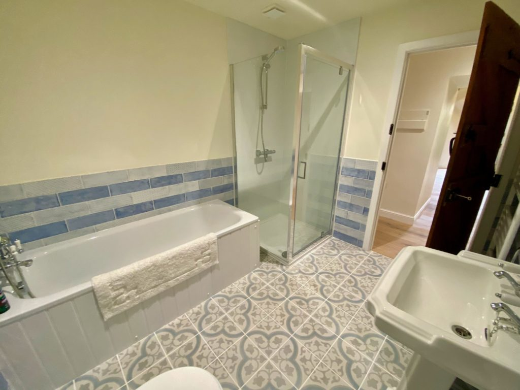 2020 Teal Cottage Family Bathroom